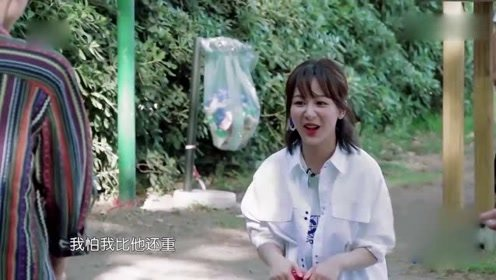 杨紫王俊凯压跷跷板,无意暴露真实体重,小猴紫的反应太真实!