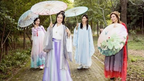 钟丽缇晒生日聚会照惊呆众人 变身白娘子与张伦硕秀恩爱