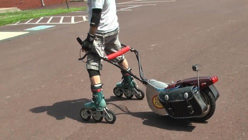 外国大叔发明轮滑加速器,时速60公里,比电动车还快