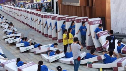人体多米诺骨牌世界纪录,2016个人接连倒下,由中国人打破