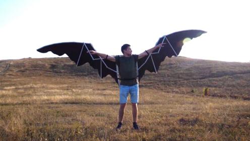 """国外小伙用PVC管自制""""翅膀"""",真的能飞吗?"""