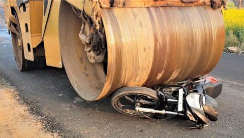 如何让摩托车1秒报废?压路机碾轧瞬间眼见为实!