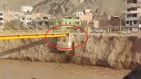 """村民正准备过桥,发现桥墩""""不对劲"""",下一秒画面令人窒息"""
