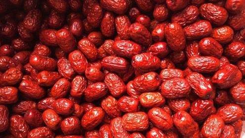 这种红枣,不管多甜多便宜都不能买,家里有的立马丢掉
