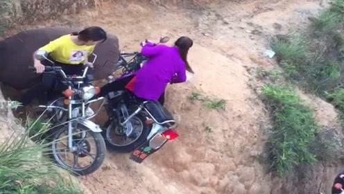 农村女汉子组团骑摩托车,没想到会车技术这么菜,差点翻车了!