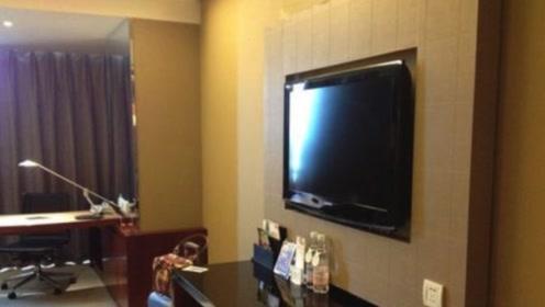 住酒店的时候,为什么一定要拔电视机插头?保洁说出实情!