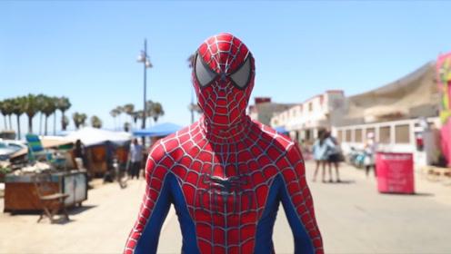 真人蜘蛛侠于高楼大厦来回穿梭,路人纷纷围观,这是怎么回事?