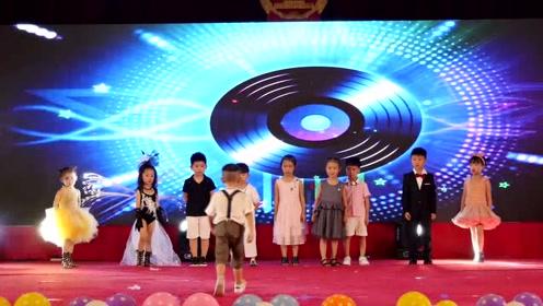 幼儿园表演节目 : 幼儿时装秀1