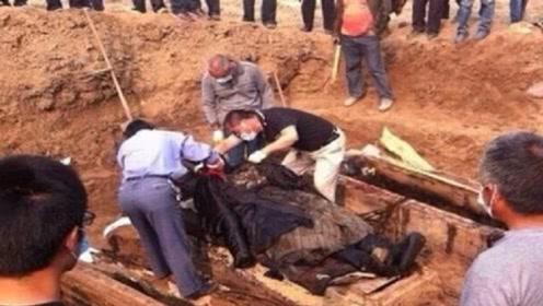 湖北挖出一座千年古墓,墓中出现6辆法拉利,工作人员当场懵了