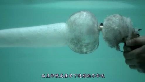 如果一个人躲进水中,真的可以躲子弹吗?真相其实很简单