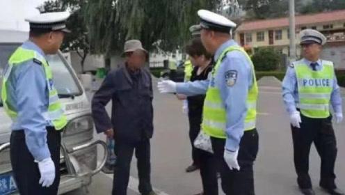 75岁老大爷无证驾驶,挂假牌,开报废车,交警应该怎么罚才对?