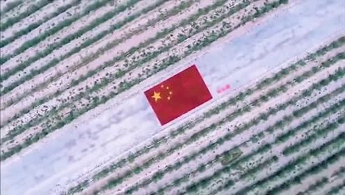 深情表白祖国!这群人用这样的方式拼出巨幅五星红旗,太壮观了