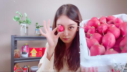 吃货小姐姐试吃营养丰富的水萝卜,加上肉酱直接啃,吃法很霸气