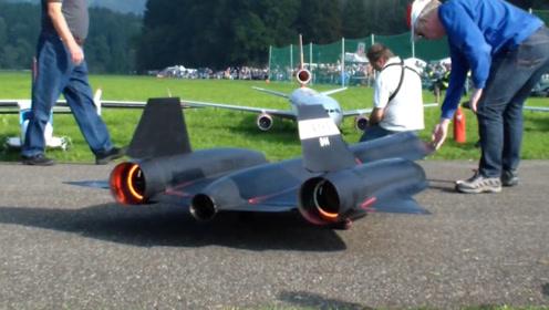 美国的玩具飞机有多牛?起飞的瞬间,居然完美还原真飞机!