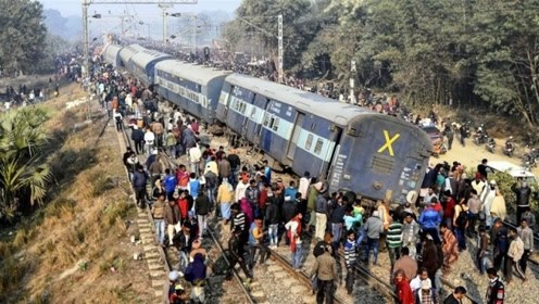 如果行驶的火车脱轨,要怎样回到轨道上?原来过程这么简单