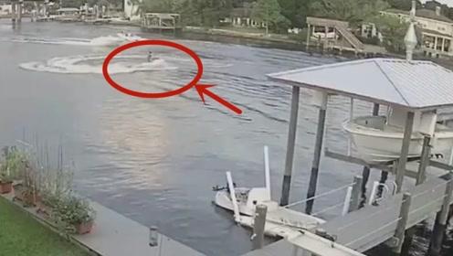 小伙子玩游艇炫耀技术,下一秒却嘚瑟不起来,悲剧了