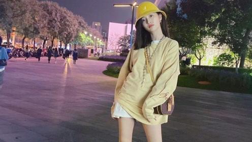 吴宣仪逛街被偶遇大方合照 路人镜头下双腿细长直