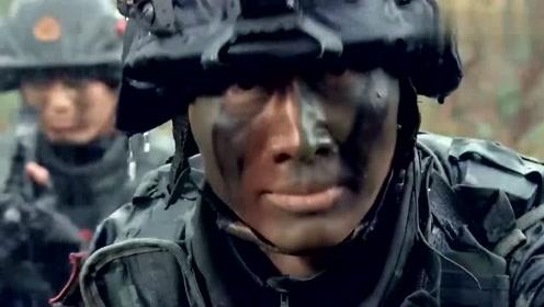 反恐特战队:小伙救援队友,却被敌军看到,敌军居然没有开枪!