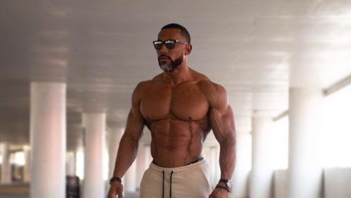 连续3届健身模特冠军,宣布参赛IFBB健体,你看好他吗?