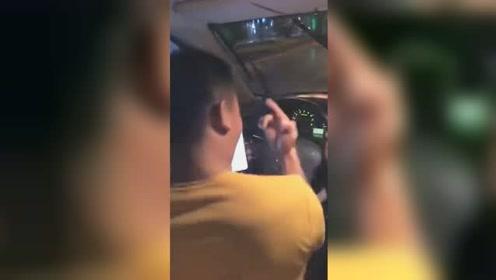 男子车内蹦迪上演无人驾驶 被警方行拘5日罚款3000余元