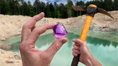 """小伙在水晶矿中探宝,发现""""深紫色水晶"""",运气真是逆天!"""