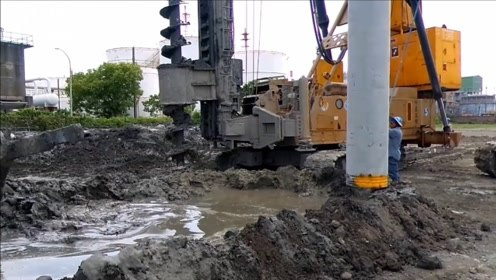 地下水泥桩是怎么打进地底的?看完施工过程,太先进了!