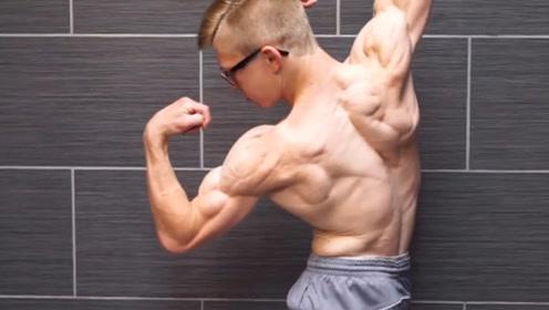 """活生生的""""肌肉干尸""""!18岁少年体脂率竟不足4%,成绩直逼李小龙"""