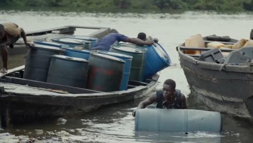 """非洲最狂""""石油大盗"""",每年盗走价值460亿石油,滚油桶滚到抽筋"""
