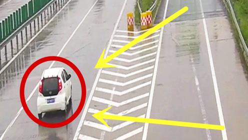 无知司机高速变道,后车刹冒烟,也没能避免事故发生!