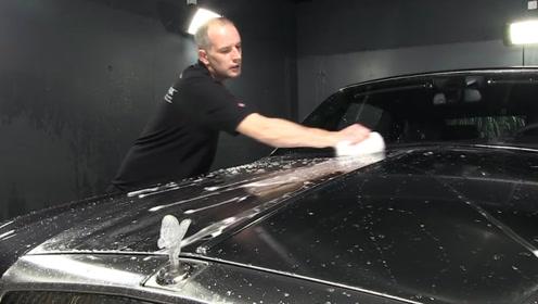 全球最贵的洗车工,洗一次车收费5万元,土豪宁愿排队也让他洗