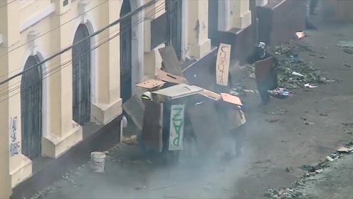 厄瓜多尔人民不顾总统宵禁 防火烧街全国罢工国家陷入震荡