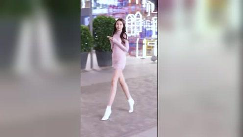 走在北京街头的长腿美女,果然是再冷的天气,也阻止不了一颗爱美的心