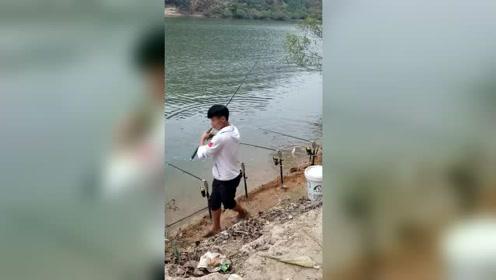 野河别说不好钓鱼,钓友为什么竿竿中鱼,而且还是中大鱼