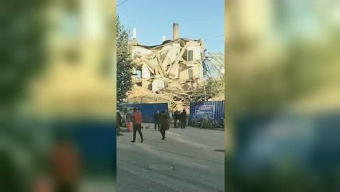 吉林白城市一栋办公楼倒塌 现场伤亡不明消防已赶赴救援