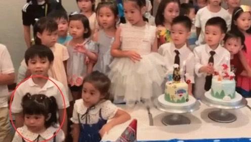 贾静雯带女儿参加生日会,波妞被迫唱生日歌急得跺脚