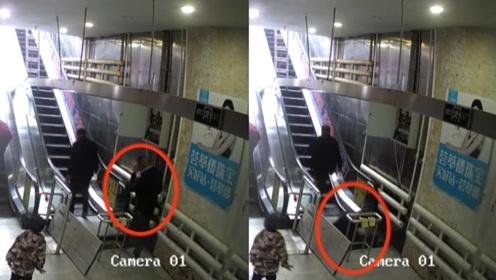 监拍:黑龙江一男子上扶梯时一脚踏空,瞬间掉入踏板窟窿