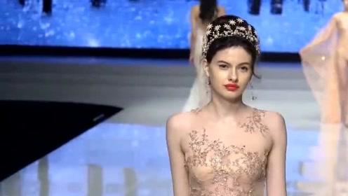 精致完美的纱裙,外国美女气质十足,尽显高贵典雅!