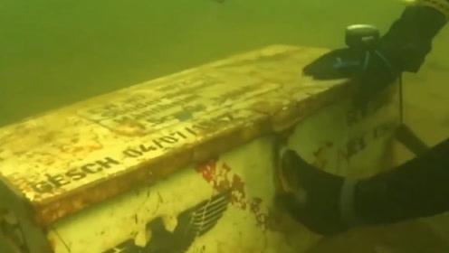 小伙太平湖海域寻宝,刚入水就发现奇怪箱子,打开后双眼冒金光!