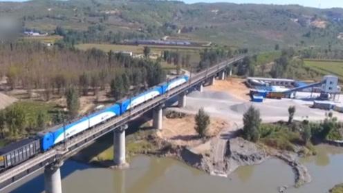 中国重载万吨的列车实现自动驾驶 海外网友:希望我们也能拥有……