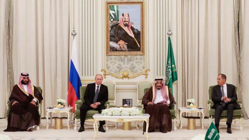 """普京访沙特签多项协议 外媒:欲在伊朗沙特间""""扮演调解者"""""""