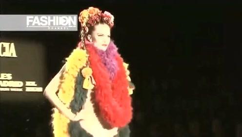 四个彩环连成一件衣裳,真是时尚艺术的新潮!