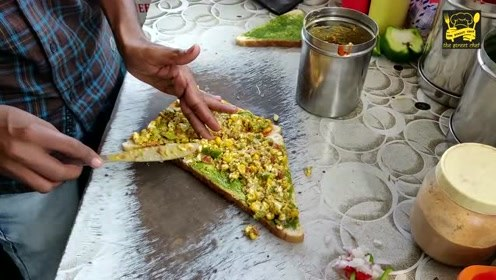三明治的新吃法,印度小哥卖油炸三明治,裹老黄豆你敢吃吗?