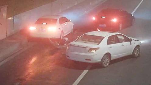 男子驾车失控撞隧道下车检查,4分钟后被撞身亡