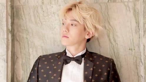 边伯贤的帅气镜头,时尚西装配小领带,有点霸总范儿