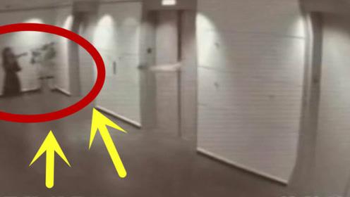 男子本想拦停电梯,不料电梯无情的关上了门,瞬间被截肢!