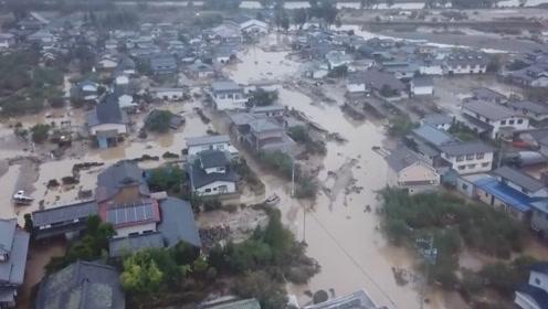 日本被台风袭击,800万人撤离途中再遇险,同时遭遇地震火山袭击!