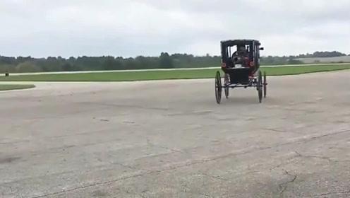老外给马车装上发动机,可以说就是辆汽车了!