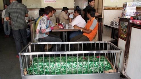 印度的饭店什么样?看到当地人吃饭,难怪人们不愿意消费!