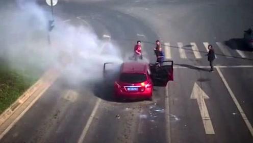 一家人开车正要回家,突然车内浓烟滚滚,真相令人无语!