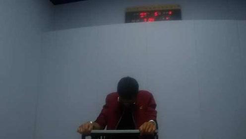 """男子醉驾等红灯睡着,交警破窗才叫醒,审讯室中还""""狂点头"""""""